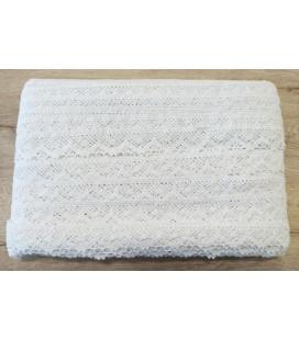 Cotton lace   100 yards (91.4 meters)   3 Colors