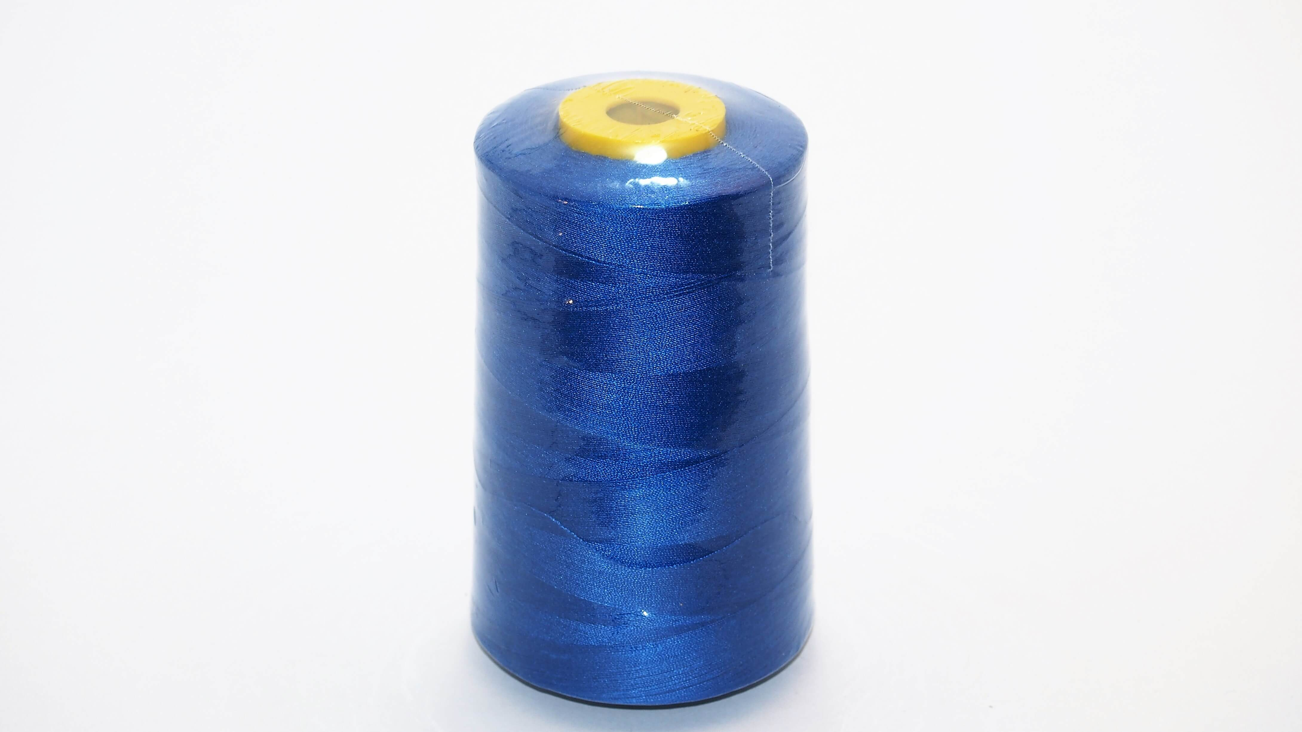 caja de 10 conos azul real Hilo de coser de poli/éster para m/áquina de overlocking en colores 5000 yardas